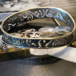 B2082 Silpada Sterling Silver Wavy Filigree Bangle